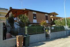 Villarosa di Martinsicuro vendesi in zona sud al confine con Alba Adriatica…