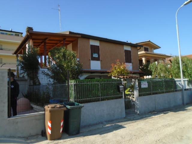 Martinsicuro vendesi nei pressi della centralissima via Roma…